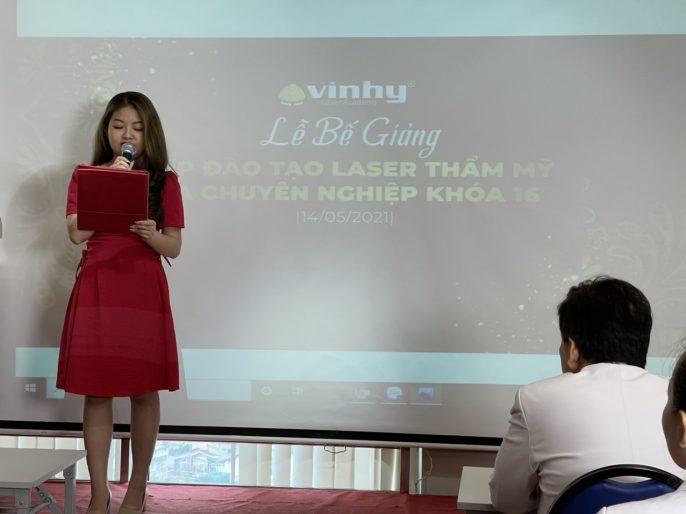 le-be-giang-khoa-dao-tao-laser-vinhyacadey